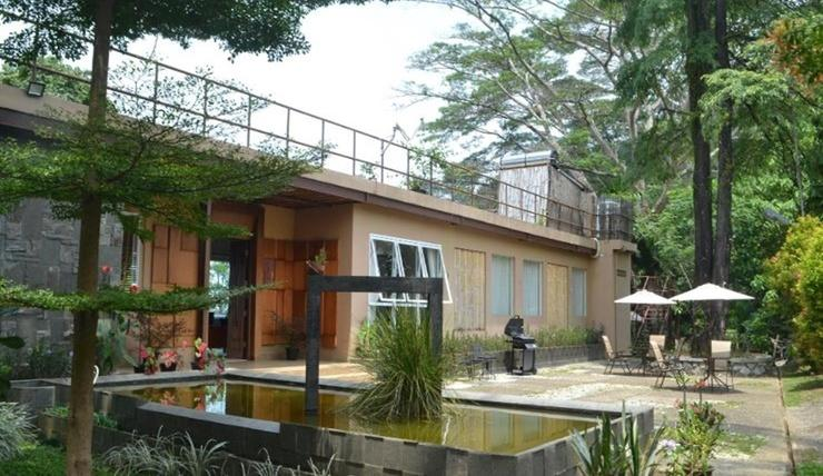 ION Villa Padang - Exterior