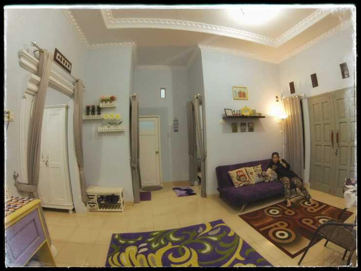 Rumah Ayin Homestay Near Airport Palembang - Living Room