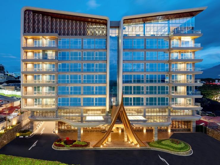 Hotel Santika Bukittinggi Bukittinggi - Facade