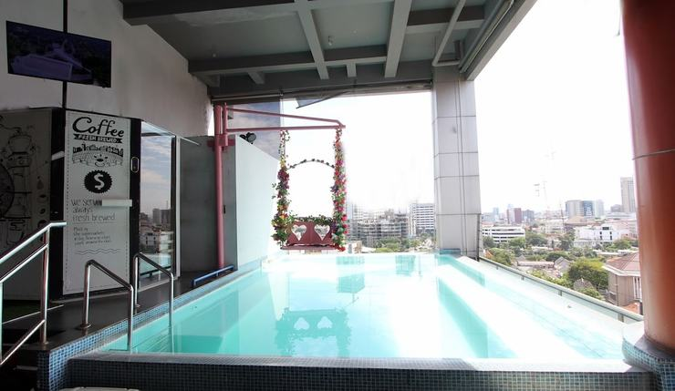 G Suites Hotel Surabaya - Outdoor Pool