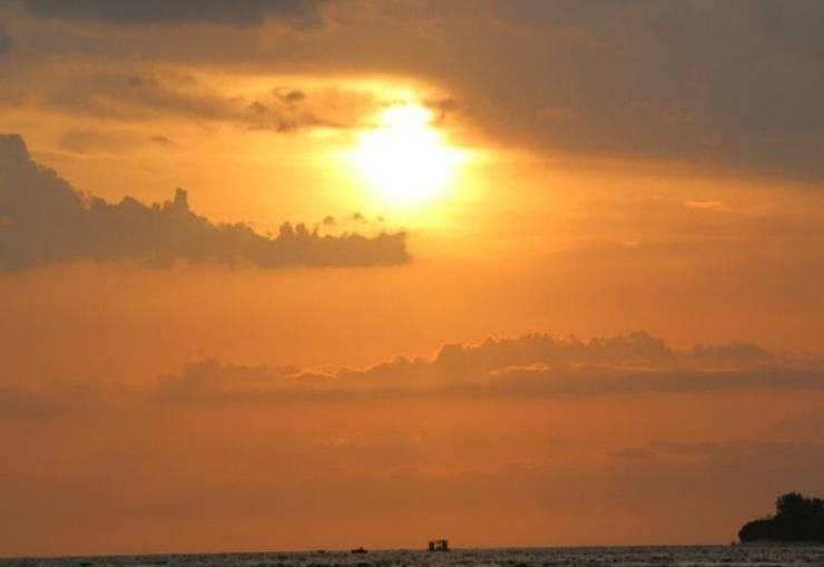 Birumeno Beach Bungalow Lombok - Matahari terbenam