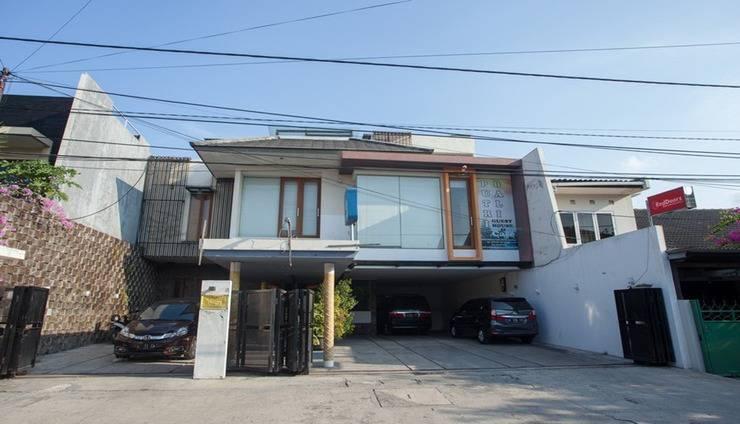 Putri Bali Guest House Surabaya - Exterior