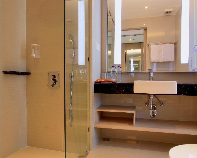 Ohana Hotel Kuta - kamar mandi