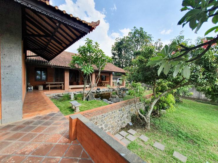 Villa Puri Bali Malang - Tampak luar premium villa
