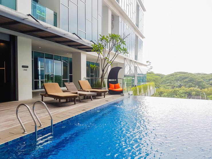 Best Price 1BR Brooklyn Apartment By Travelio Tangerang Selatan - Kolam renang