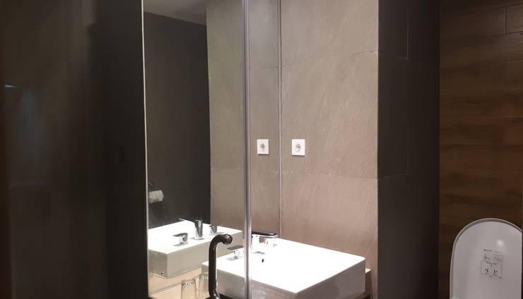 Kyriad Hotel Metro Cipulir Jakarta - Deluxe Bathroom