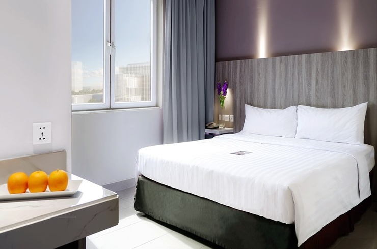 Royal Palm Hotel & Conference Center Cengkareng Jakarta - Kamar Deluxe satu tempat tidur besar