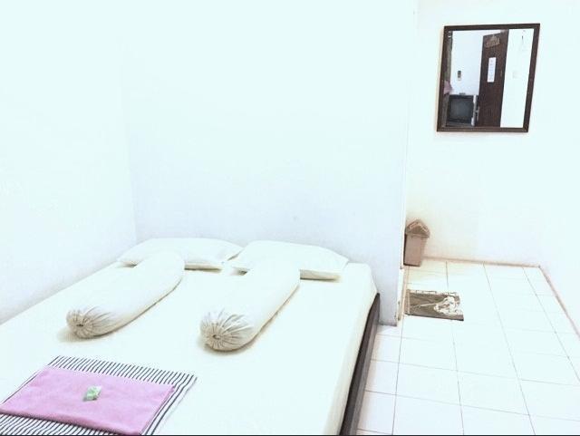Wana Wiyata Guesthouse Yogyakarta - Guest room