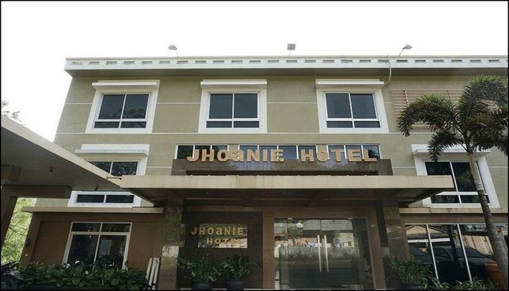 Jhoanie Hotel Tomohon - exterior