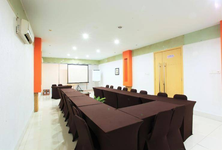 Sabrina Paninsula Hotel Pekanbaru - meetng room