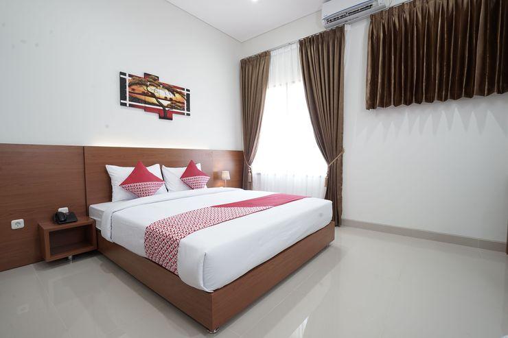 Capital O 1974 Grand Parigi Hotel Pangandaran - Bedroom