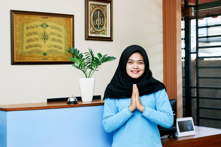 Airy Syariah Sekupang Tiban Satu Blok D 173 Batam - Receptionist