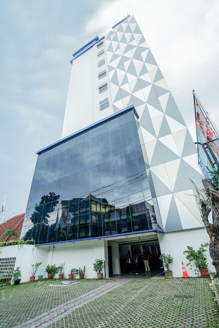 Radja Art and Boutique Hotel Simpang Lima Semarang - Building