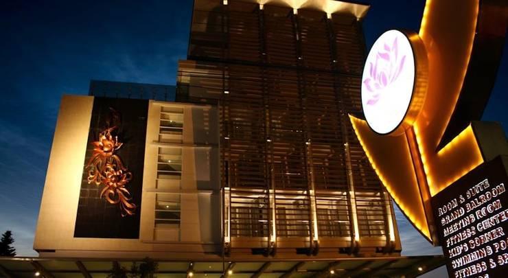 Crystal Lotus Hotel Yogyakarta - Tampilan Luar Hotel
