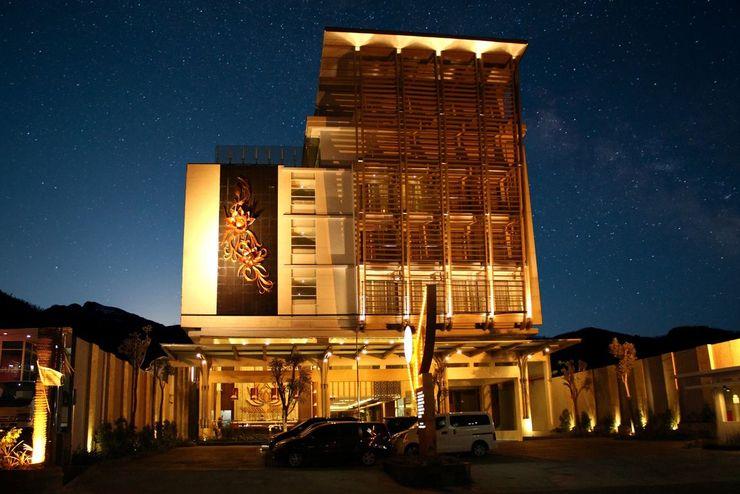 Crystal Lotus Hotel Yogyakarta - Exterior