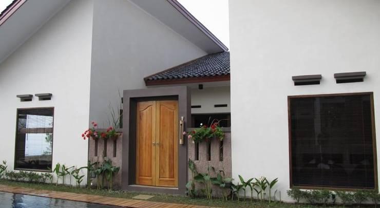 Omah Angkul Angkul Villa Bandung - Tampilan Luar