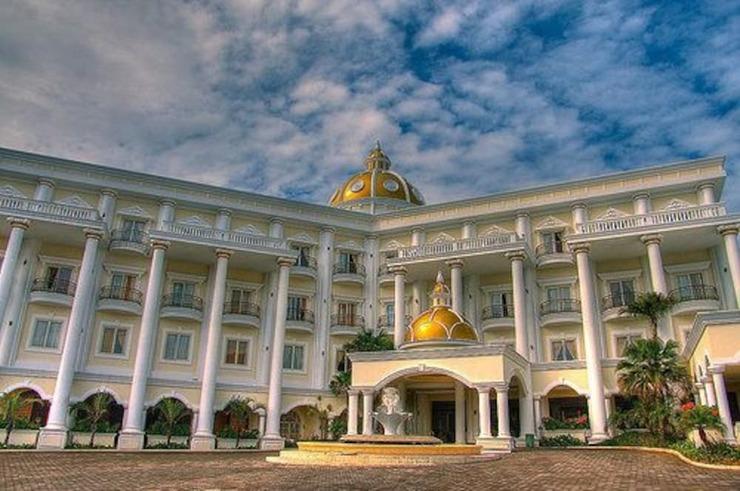 Yasmin Resort & Conference Hotel Cipanas - Featured Image