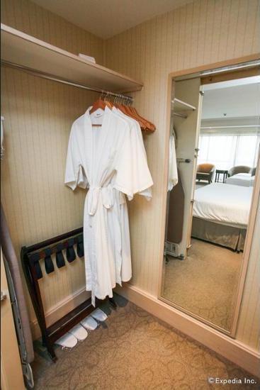 York Hotel Singapore - Guestroom