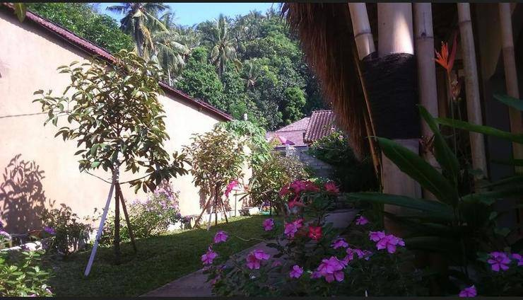 Senggigi Cottages Lombok - Garden