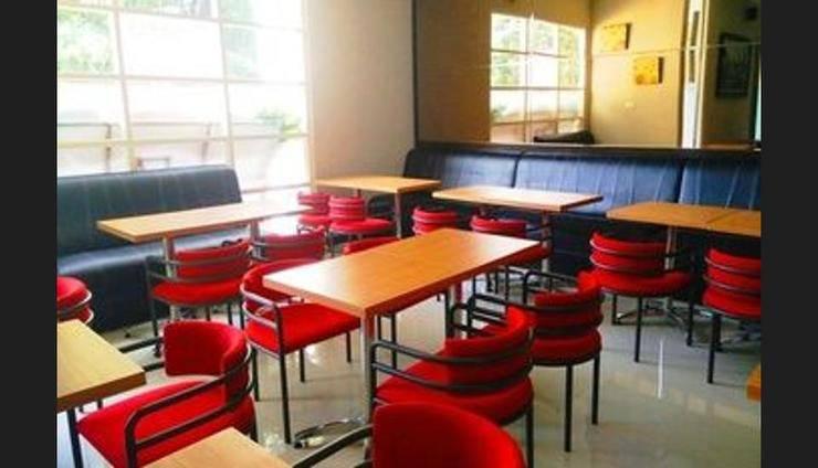 Chiaro Hotel Sidoarjo - Cafe