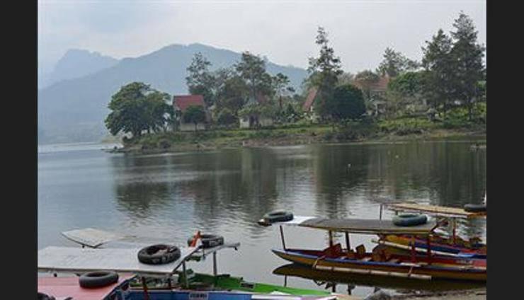 Selorejo Hotel & Resort Malang - Lake