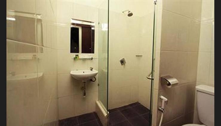 Hotel Asih Yogyakarta - Bathroom