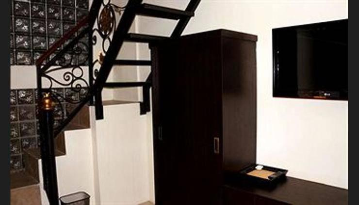 Hotel Asih Yogyakarta - Staircase
