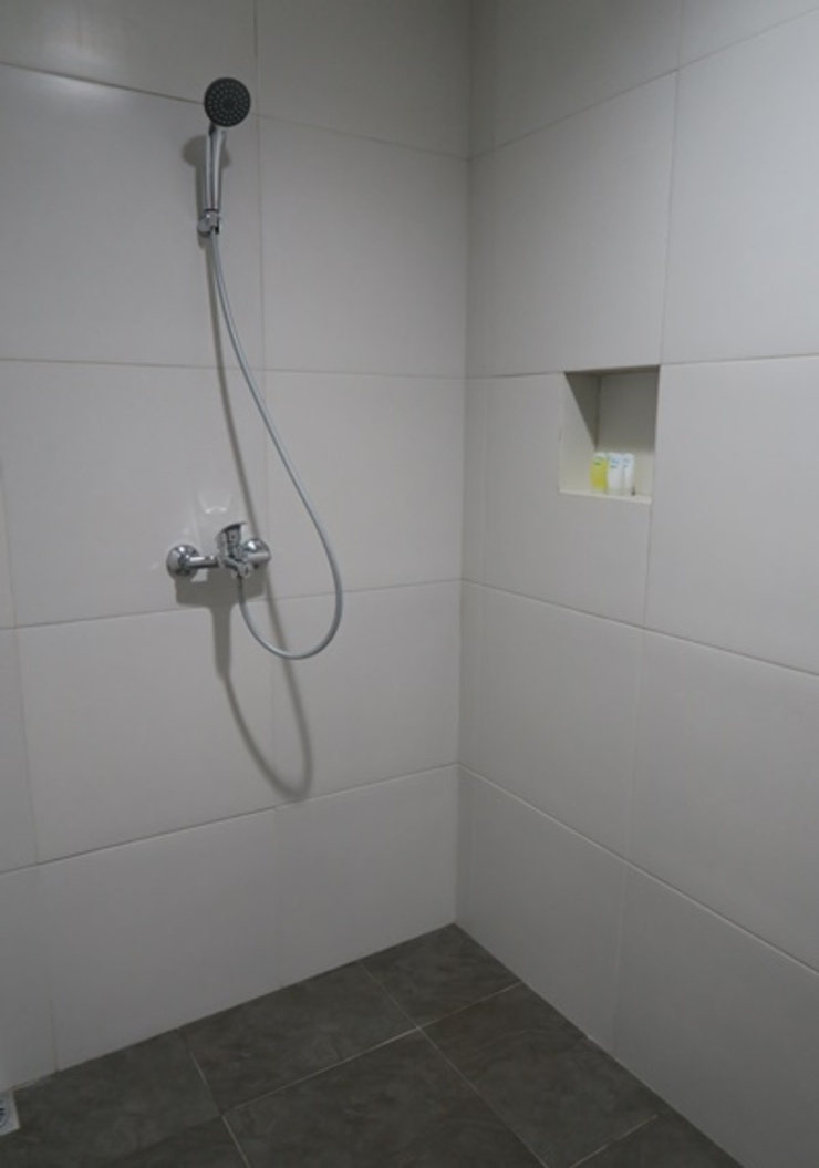 Nomaden Urban Stay Semarang - Bathroom