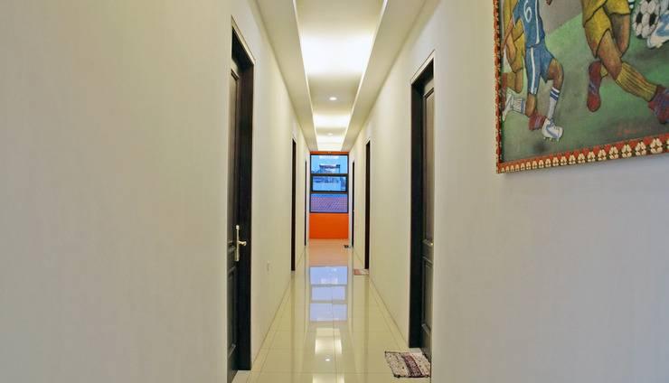 RedDoorz @Kupang Baru Surabaya - Interior