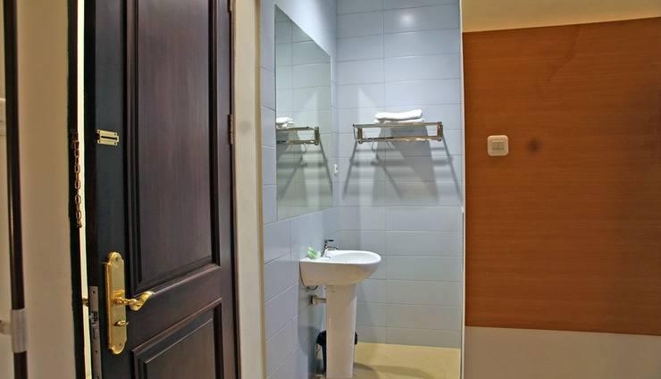 RedDoorz @Kupang Baru Surabaya - Kamar mandi