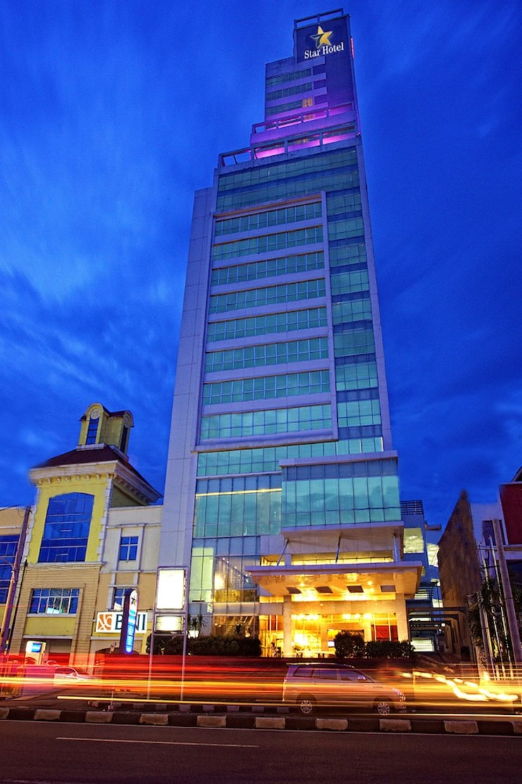 STAR Hotel Semarang - Property Entrance