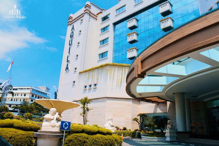 Grand Aquila Hotel Bandung - Pintu Depan