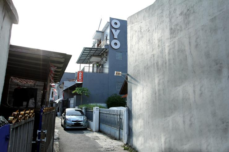 OYO 121 Ayub Residence Syariah Jakarta - Facade