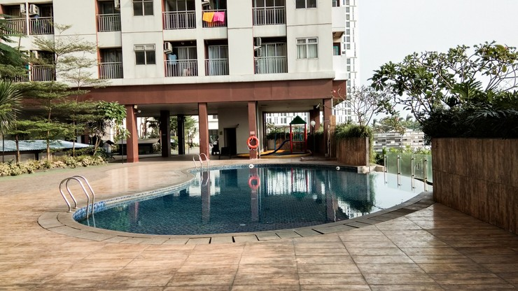 Homey Studio Room at Serpong Greenview Apartment By Travelio Tangerang Selatan - Kolam renang