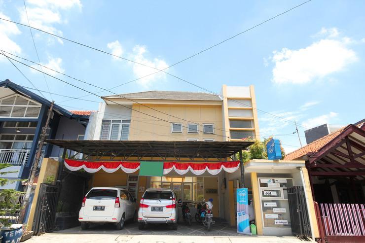 Airy Eco Syariah Dukuh Kupang Timur Dua Puluh 52 Surabaya - Hotel Front