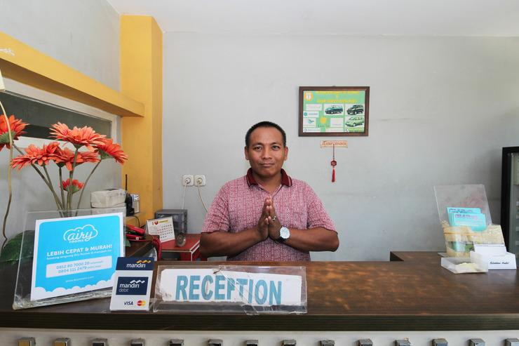Airy Eco Syariah Dukuh Kupang Timur Dua Puluh 52 Surabaya - Receptionist