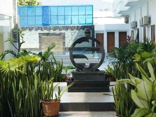 Sylvia Hotel Maumere -