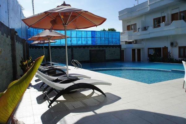 Sylvia Hotel Maumere - Kolam Renang