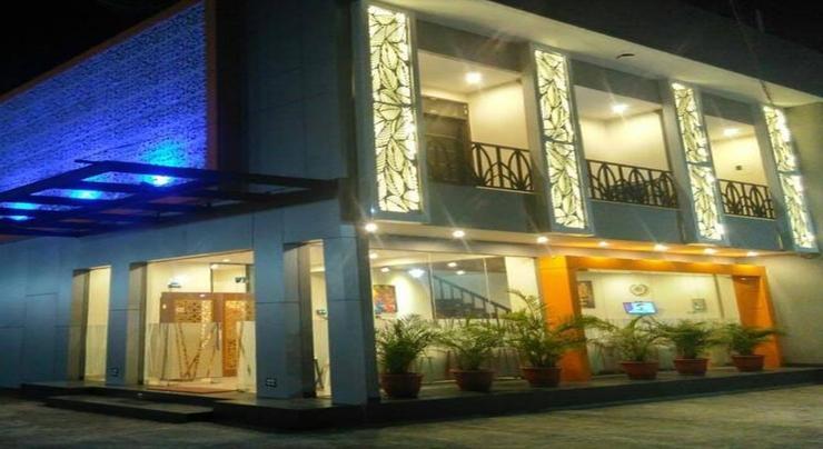 Hotel Orlando Inn Banyumas - Facade