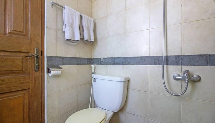 RedDoorz near Parahyangan University Bandung - Bathroom