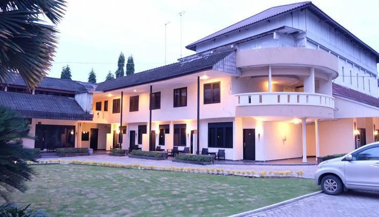 Insumo Palace Hotel & Resort Kediri - Exterior