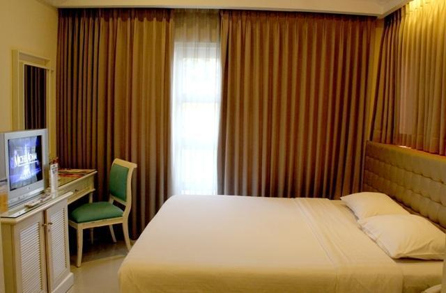 Ciputra Golf Club & Hotel Surabaya - Deluxe Double Room 2