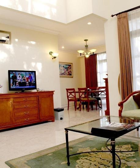 Ciputra Golf Club & Hotel Surabaya - Executive Living Room 1
