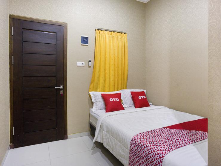 OYO 3516 Kinawa Family Homestay Madiun - Guestroom S/D