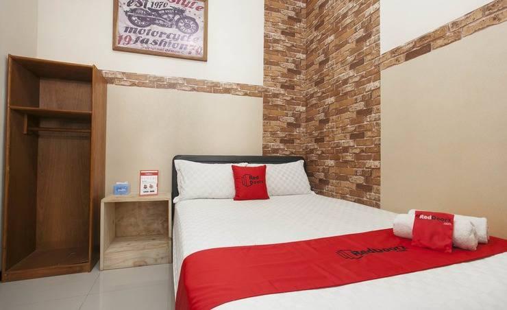 RedDoorz near Stasiun Kota Baru Malang Malang - Room