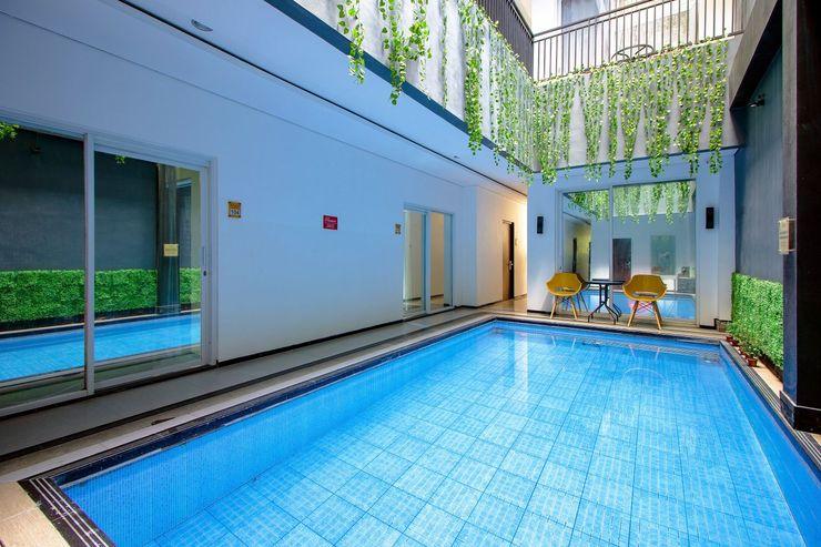 OYO 1057 Premier Guest House Yogyakarta - Swimming Pool