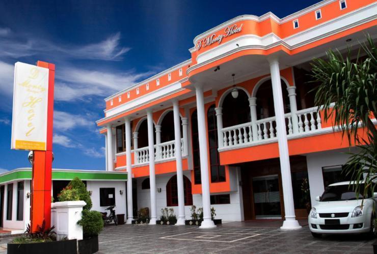 Dmonty Hotel Padang Syariah Padang - Exterior