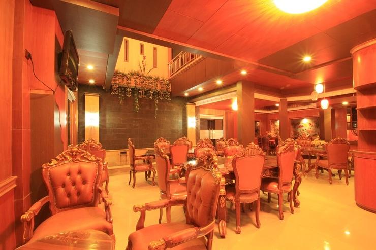 Dmonty Hotel Padang Syariah Padang - Restaurant
