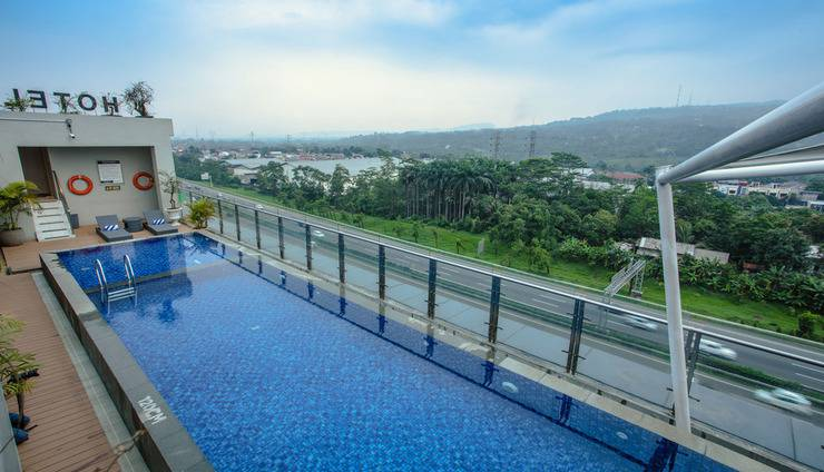 Olympic Renotel Sentul - ROOFTOP-SWIMMING-POOL