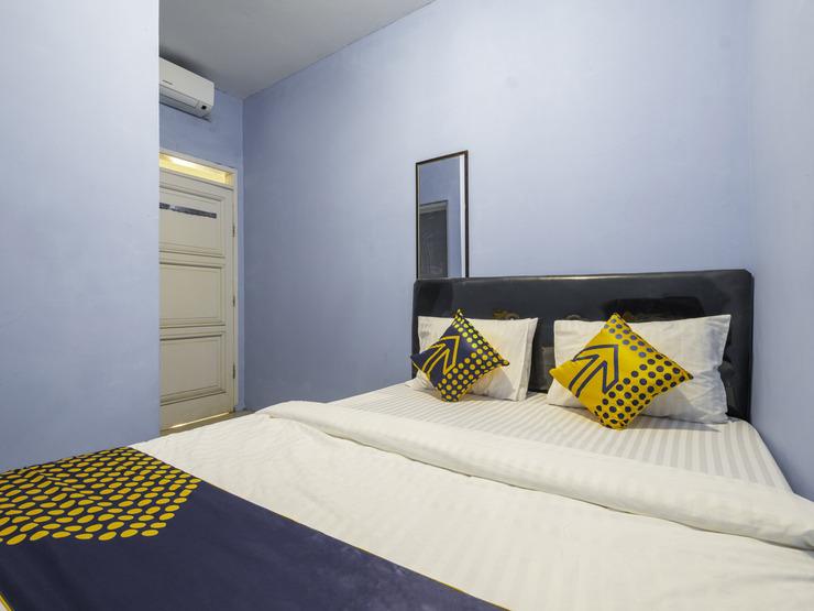 OYO 2302 Blue House Costel Cianjur - Spot On Double Bedroom